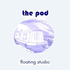 logo the pod floating studio